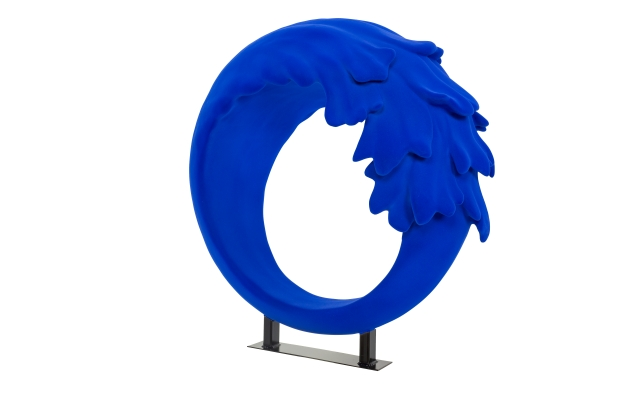 Sienna Miller's La Mer Wave Walk sculpture.