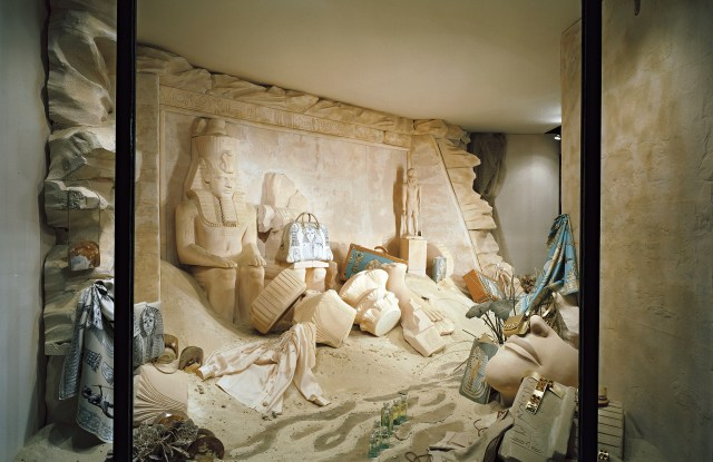 An Egypt-themed window display by Leïla Menchari for the Hermès flagship in 2005.