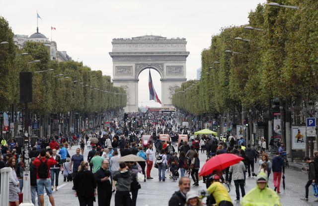 Paris' Avenue des Champs-Élysées.