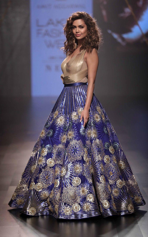 Bollywood star Esha Gupta for designer Amit Aggarwal at Lakme Fashion Week Winter Festive 2017.