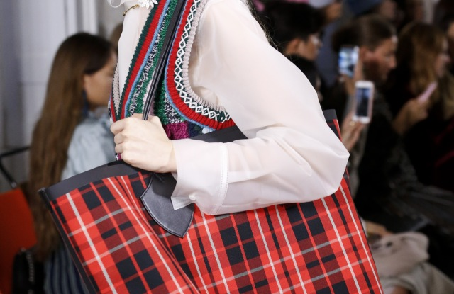 Details at Burberry RTW Spring 2018