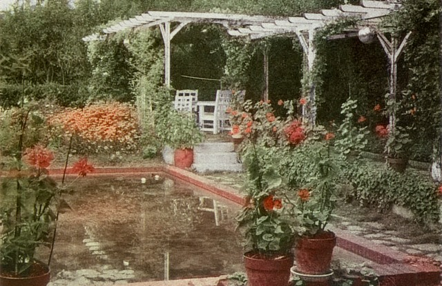 The pergola decorated with roses in the garden of the Villa Les Rhumbs, photographed in the 1920s.