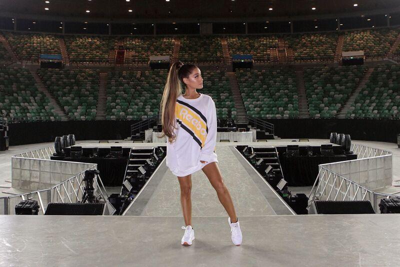 Ariana Grande Signs Yearlong