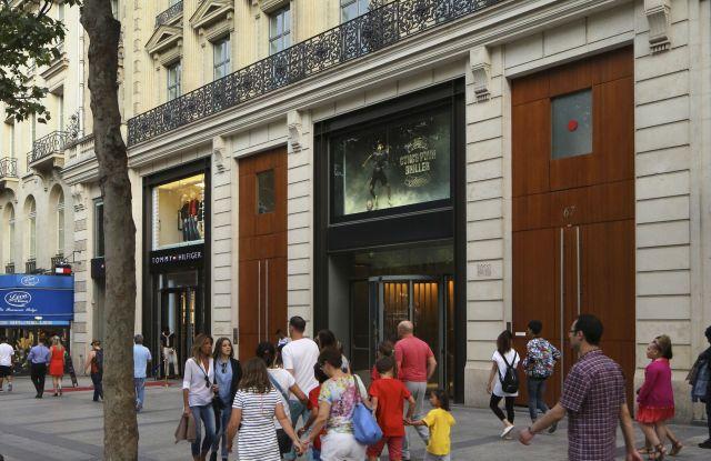 Retail Exterior Views Around Av. Des Champs-élysées Paris. Architectural Stock, Various, United Kingdom. Architect: N/a, 2016. Architectural Stock, Various, United Kingdom. Architect: n/a, 2016.