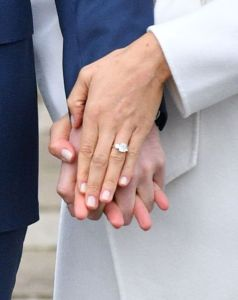 The three-stone engagement was designed by Prince Harry himself.