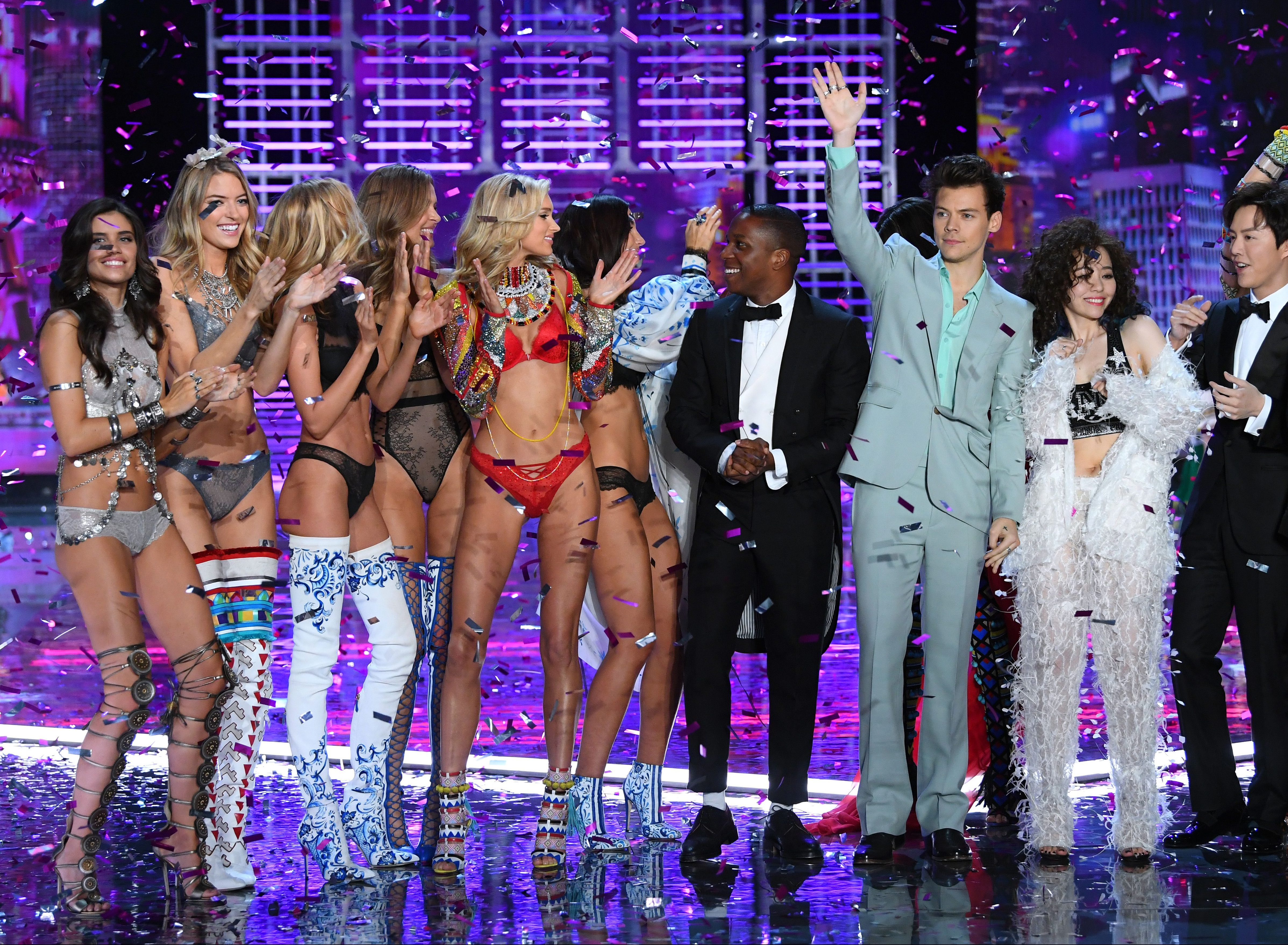 Performers Harry Styles, Larry Odom Jr., Yundi Li, Jane Zhang and models at the show finale.