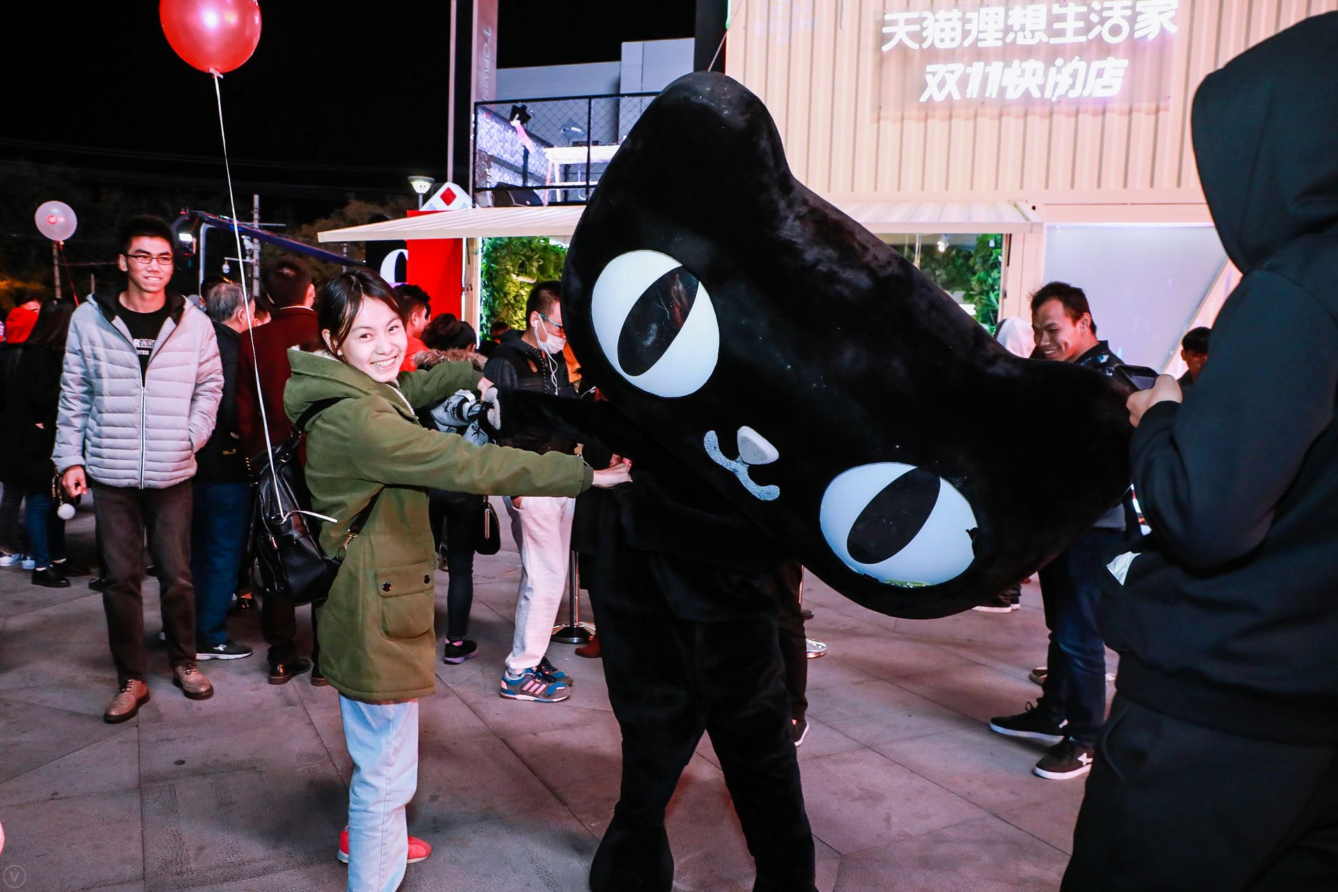 A shopper poses with the Tmall mascot.
