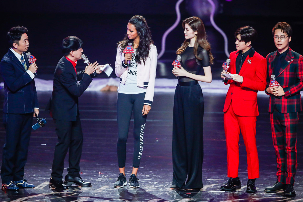 Models Lais Ribeiro and Sui He promoting Victoria's Secret on Alibaba's televised Singles' Day gala show.