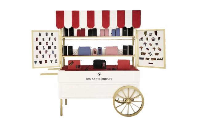 Les Petits Joueurs' pop-up cart.
