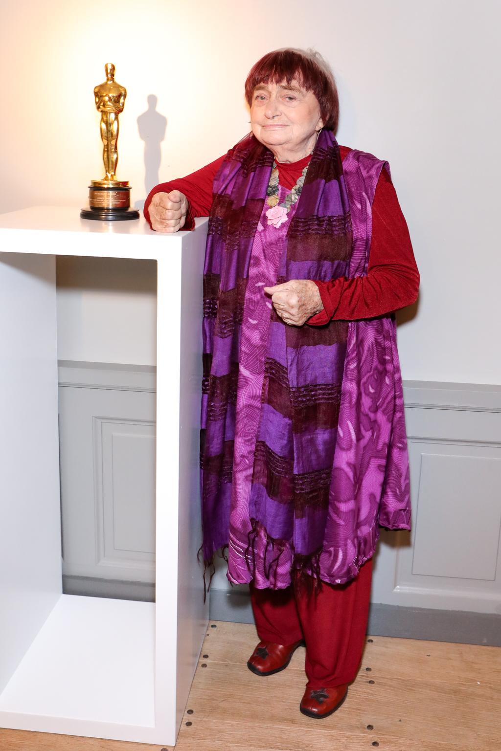 Agnès Varda with her Oscar.