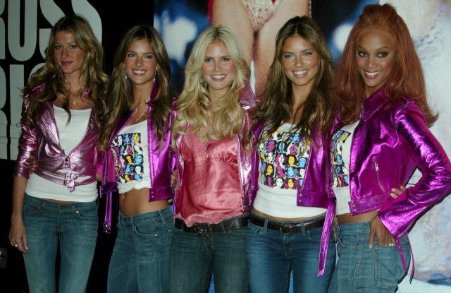 Victoria's Secret Angels Gisele Bundchen, Alessandra Ambrosio, Heidi Klum and Adriana Lima embark on a mall tour in 2004