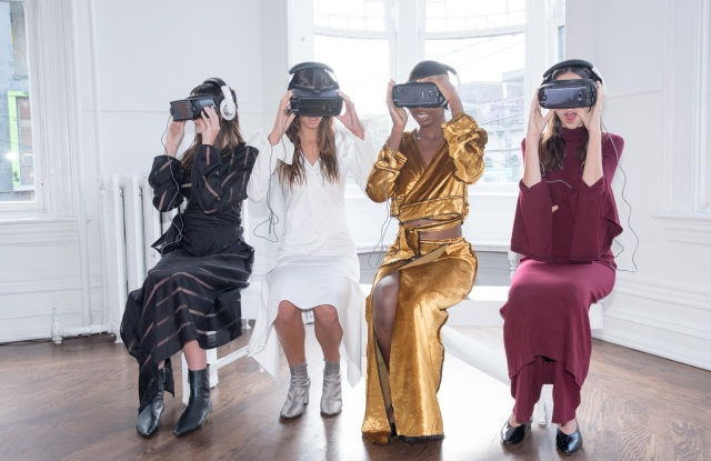 Guests of RESETª 002 experiencing the Spring/Summer 2018 virtual reality presentation from Sid Neigum.