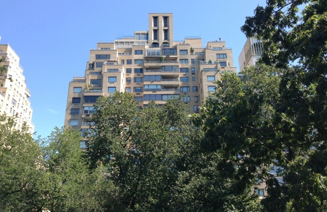 Elie Tahari is planning a mega penthouse atop this Fifth Avenue co-op building.