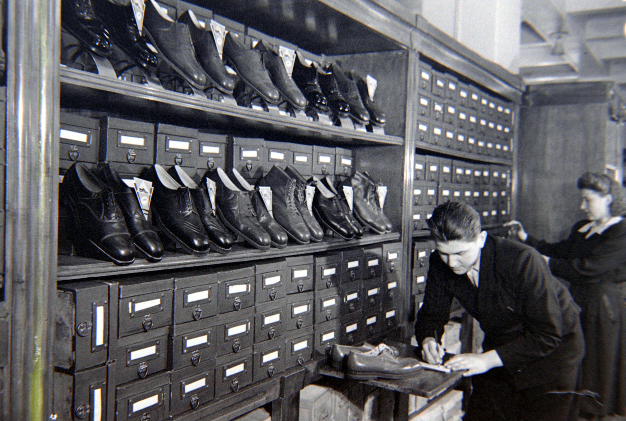 The Tsum shoe department, 1947.