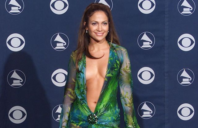 Jennifer LopezAward Room at the 42nd Annual Grammy AwardsFebruary 23, 2000 Los Angeles, CA Jennifer Lopez Award Room at the 42nd Annual Grammy Awards held at the Staples Center.Photo® Eric Charbonneau / BEImages