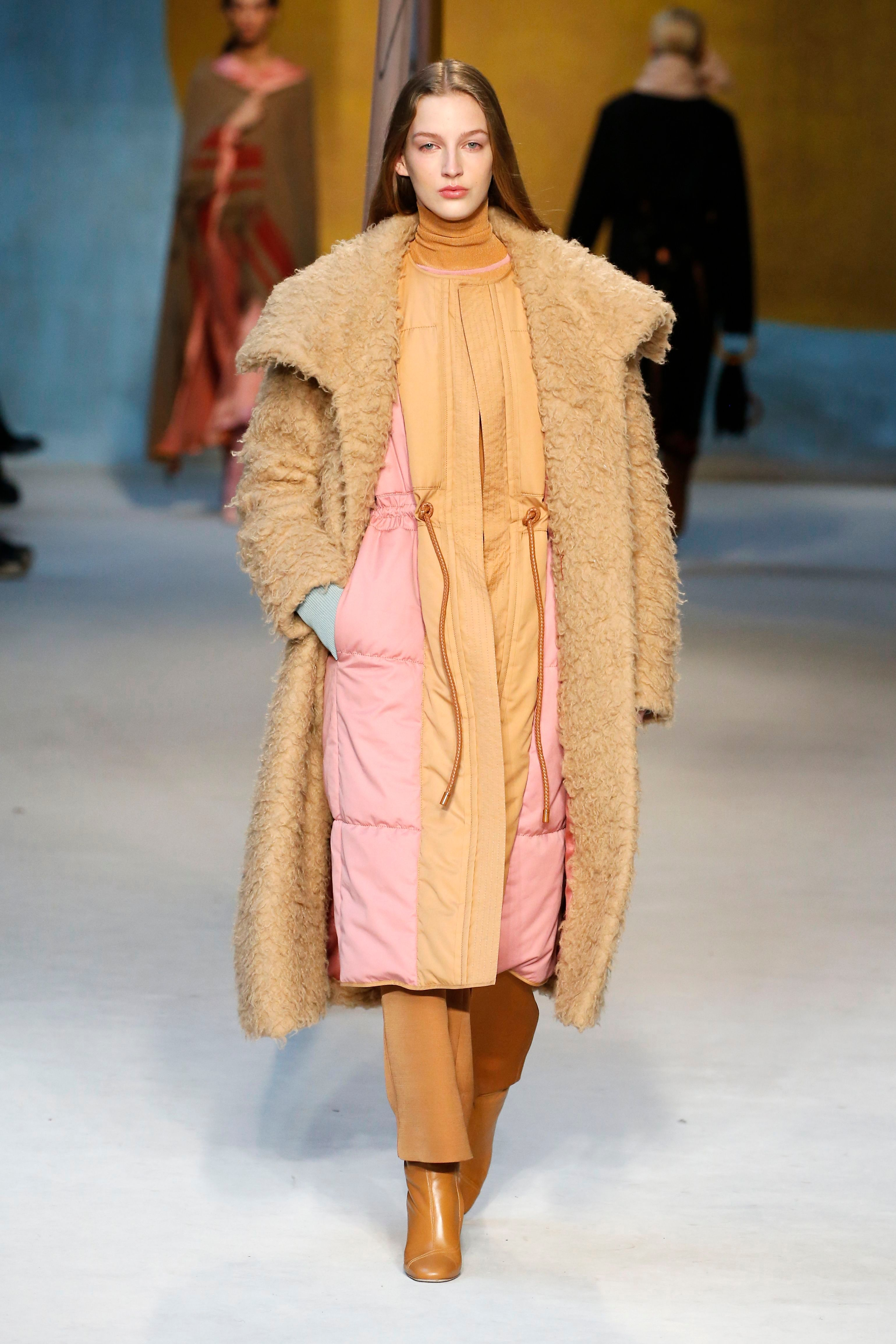Model on the catwalkRoksanda show, Runway, Fall Winter 2018, London Fashion Week, UK - 19 Feb 2018