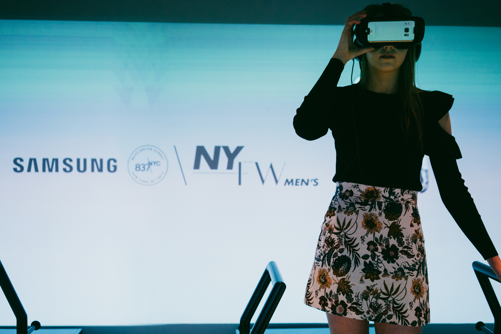 An attendee views virtual reality at last year's DYNE Show during NYFW-Men's at Samsung 837.