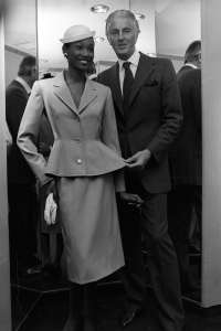 Hubert de Givenchy with a model in 1979 in New York.