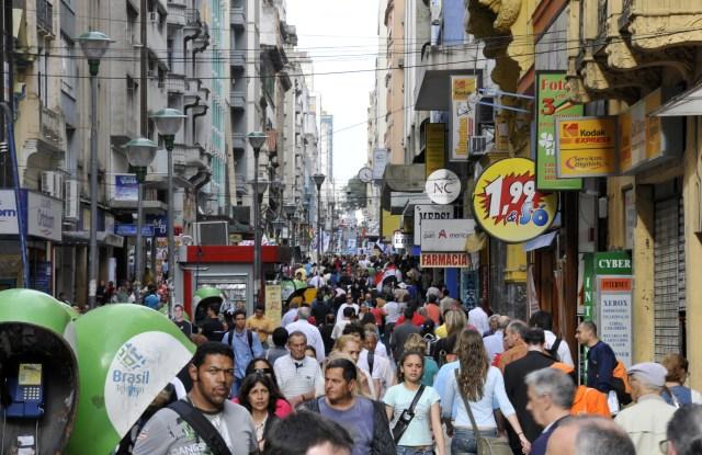Crowds walk through the main mall street in downtown, Porto Alegre, Rio Grande do Sul, BrazilVARIOUS