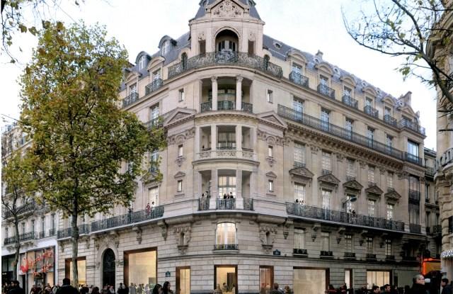 Future Apple store building on the Champs-Elysées