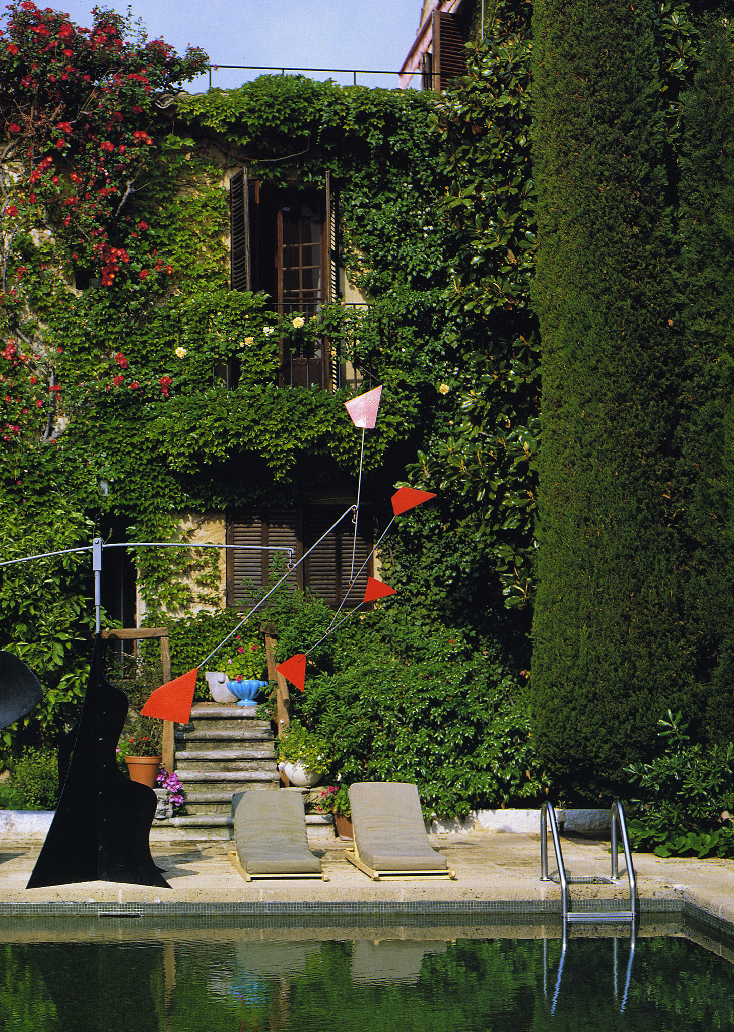 The Alexander Calder mobile by the pool of La Colombe d'Or.