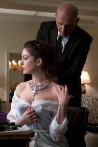 """(L-R) Anne Hathaway as Daphne Kluger and James Biberi as bodyguard Yuri in Warner Bros. Pictures' and Village Roadshow Pictures' """"Ocean's 8,"""" a Warner Bros. Pictures release."""