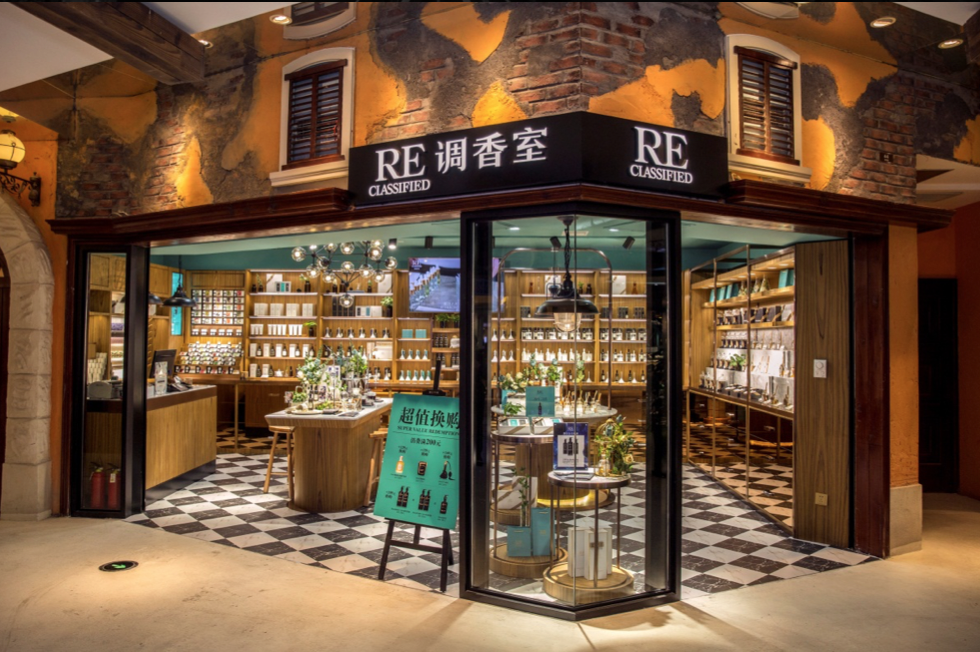 A Reclassified boutique. Born in Shanghai, it now counts around 100 stores across China.