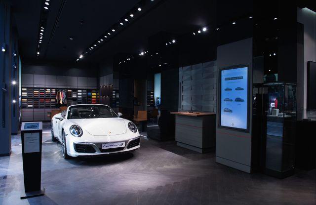 """""""Porsche Studio"""" store in Milan"""