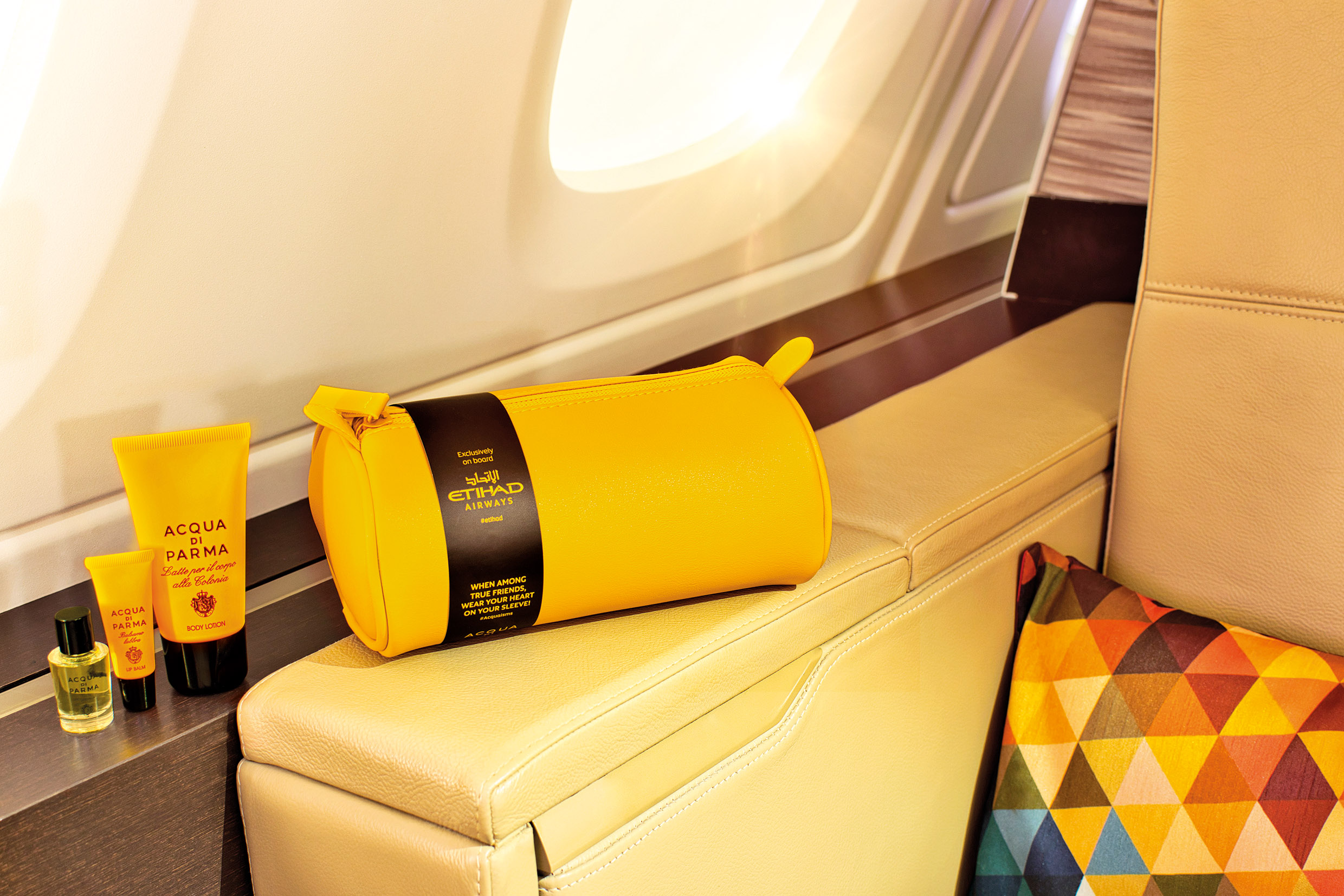 The bag in the characteristic yellow shade.