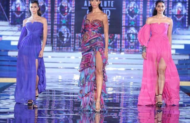 Models in Monisha Jaising at Lakme Absolute Grand Finale.