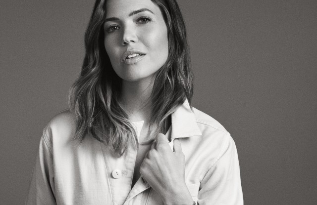 Mandy Moore wearing the latest Fossil Q Venture HR smartwatch.