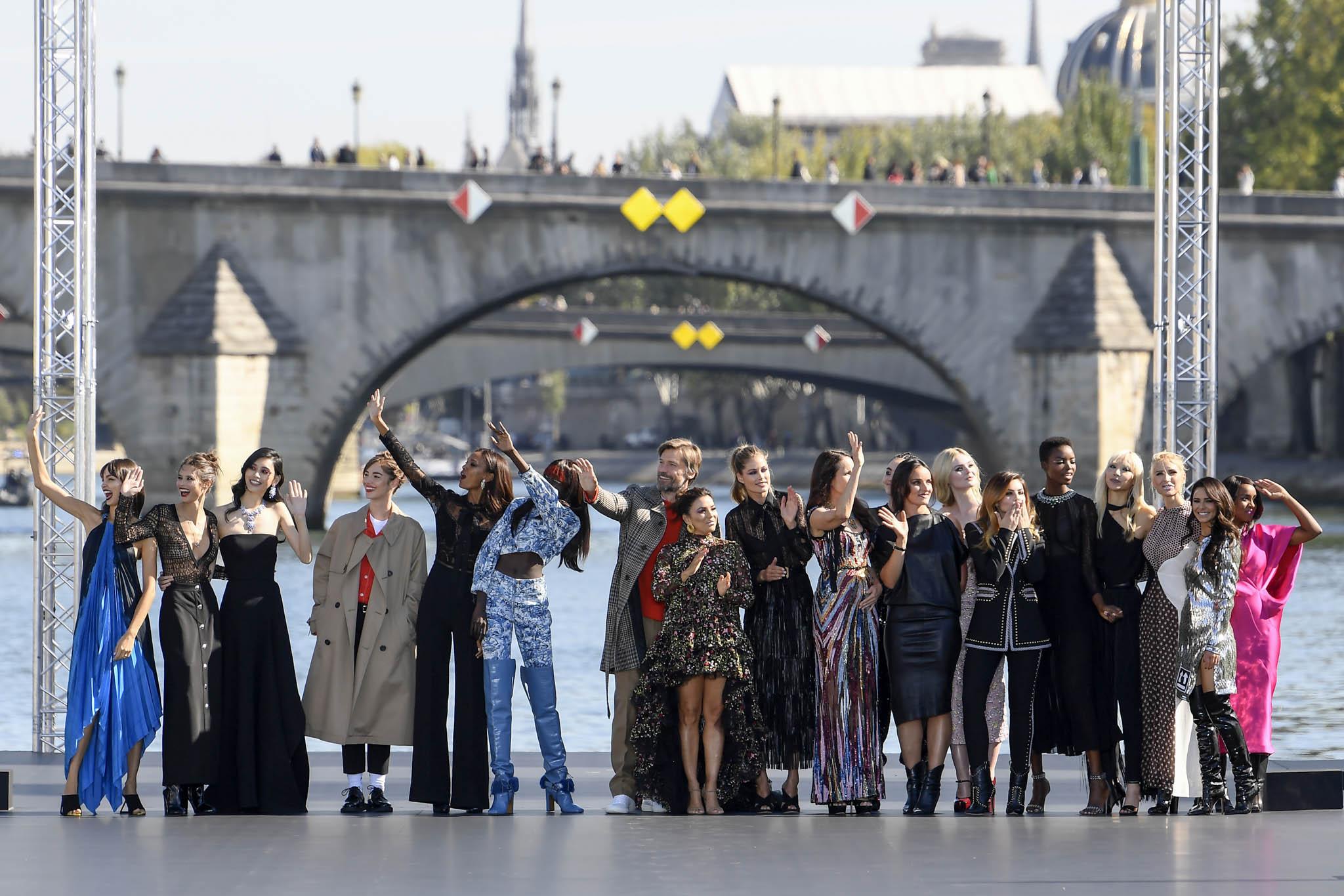 Liya Kebede, Eva Longoria, Doutzen Kroes, Cheryl, Andie MacDowell, Elle Fanning, Maria Borges and models on the catwalk