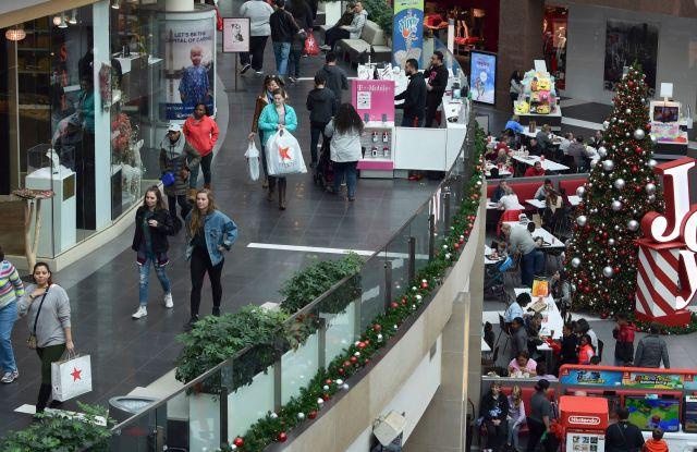 People shop at the Pentagon City Mall in Arlington, VaHoliday Shopping, Arlington, USA - 22 Dec 2017