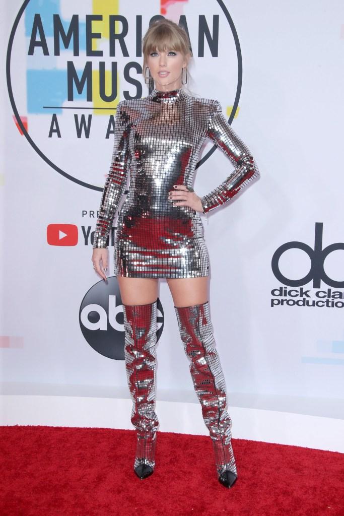 Taylor SwiftAmerican Music Awards, Arrivals, Los Angeles, USA - 09 Oct 2018 WEARING BALMAIN SAME OUTFIT AS CATWALK MODEL *9721775da
