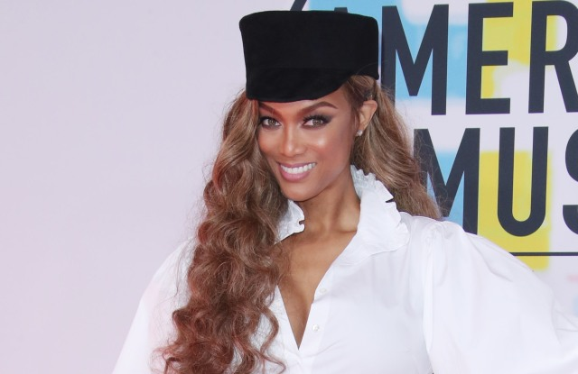 Tyra Banks at the 2018 American Music Awards, Arrivals, Los Angeles, USA - 09 Oct 2018WEARING GUCCI SAME OUTFIT AS CATWALK MODEL *9428081j