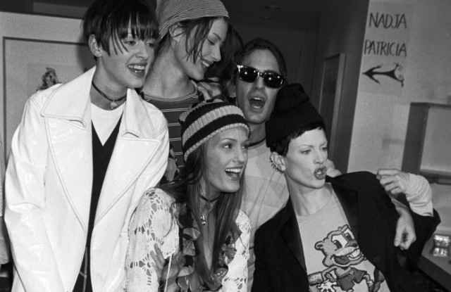 Marc Jacobs with models backstage before his Spring 1993 Grunge collection for Perry Ellis.