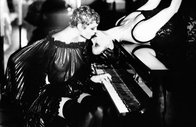 """""""Sonate"""", Paris, Ellen von Unwerth (1990)"""