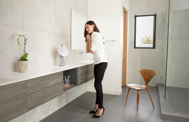 Simplehuman seeks to grab a bigger share of the beauty accessories category with high-tech mirrors.
