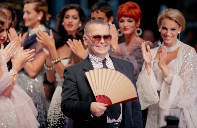Karl Lagerfeld, Linda Evangelista German designer Karl Lagerfeld, center, smiles as he fans himself while his models clap after the presentation of his 1991-1992 Fall-Winter haute couture collection for Chanel in Paris, . Model Linda Evangelista can be seen second from rightFashion Lagerfeld, Paris, France