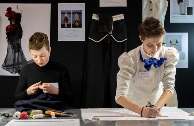 Two apprenticeship students at the Ecole de la Chambre Syndicale de la couture booth at the IME fair
