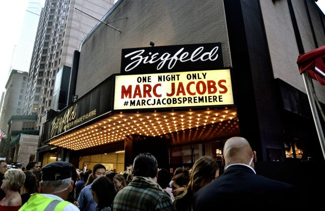 AtmosphereMarc Jacobs show, Spring Summer 2016, New York Fashion Week, America - 17 Sep 2015
