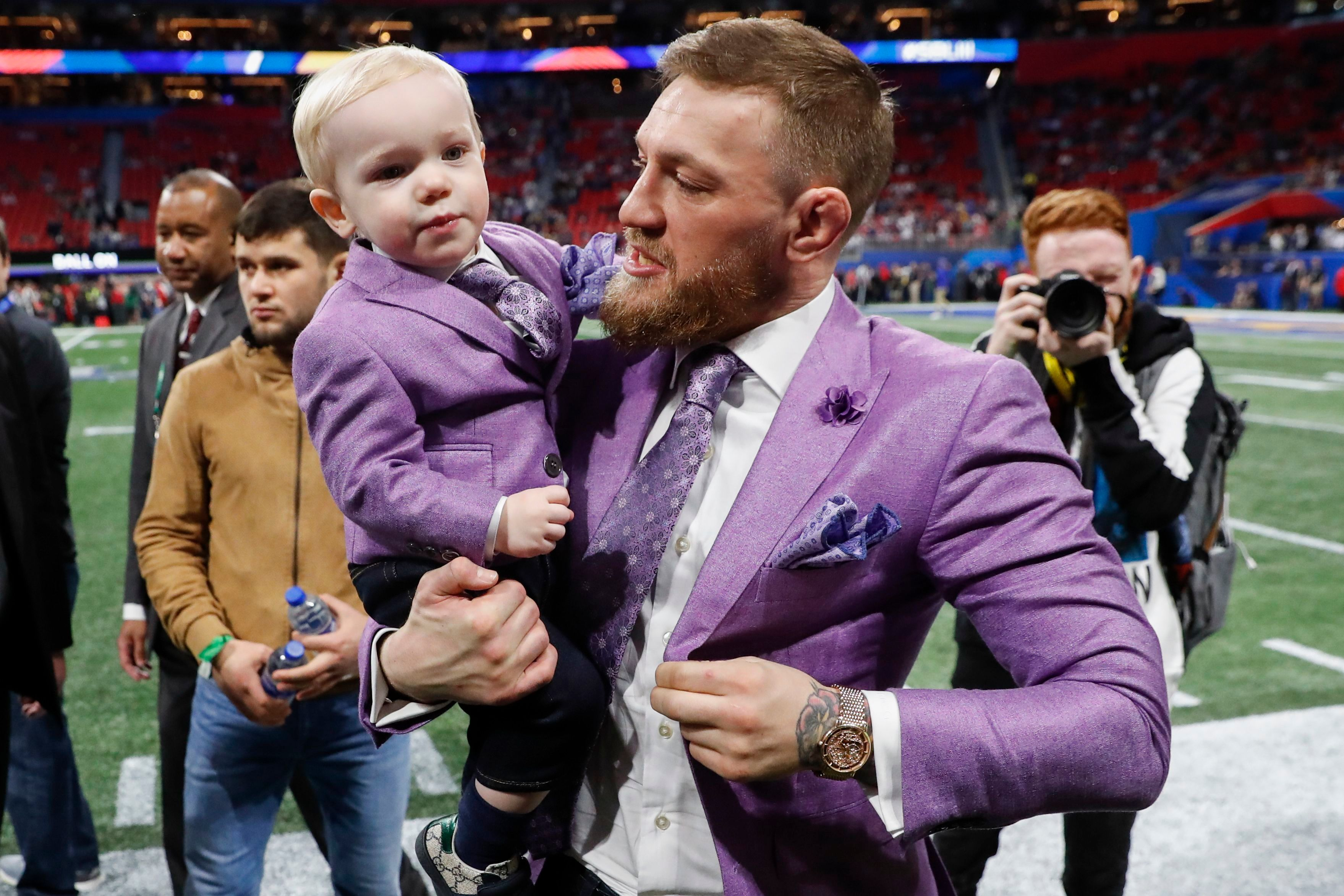 Conor Mcgregor Debuts New Suit At S Super Bowl For August Mcgregor Wwd