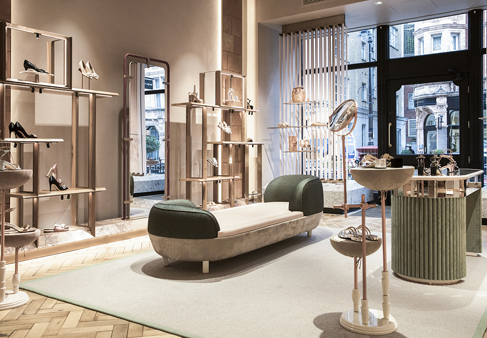 Baño Contracción varonil  Sergio Rossi Lands on Mount Street, Next to Balenciaga – WWD