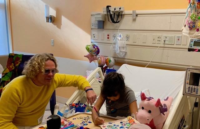 Peter Dundas volunteering with Art of Elysium