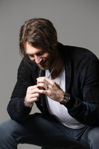 Accessorizing with jewelry is important to Ryan Hurd.
