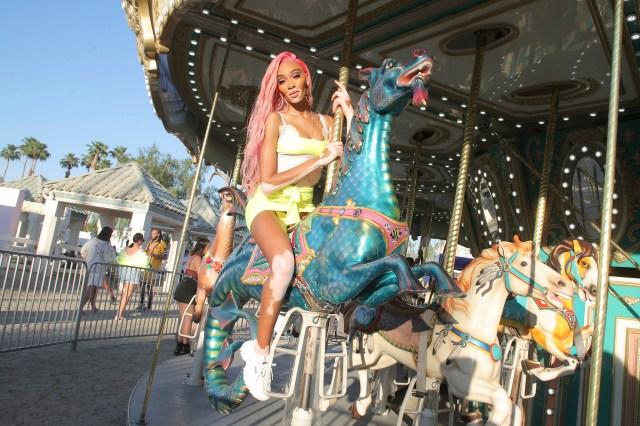 Winnie HarlowRevolve Party, Coachella Valley Music