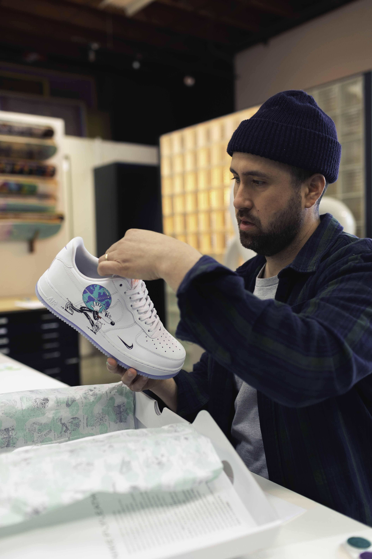 Precaución Llamarada Oso  Nike, Artist Steven Harrington Team Up for Earth Day Capsule – WWD