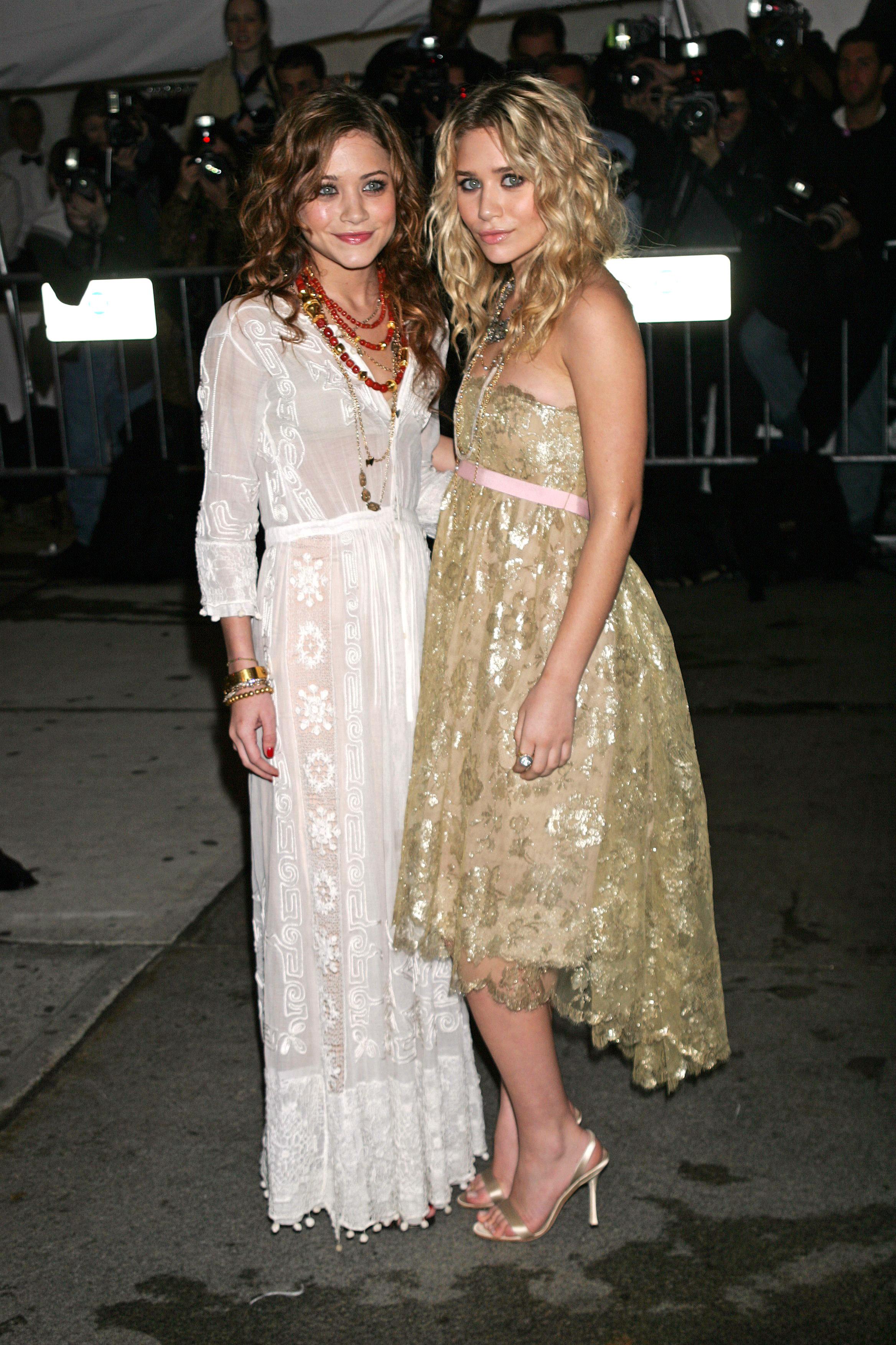 Mary Kate and Ashley OlsenCOSTUME INSTITUTE GALA, NEW YORK, AMERICA - 02 MAY 2005