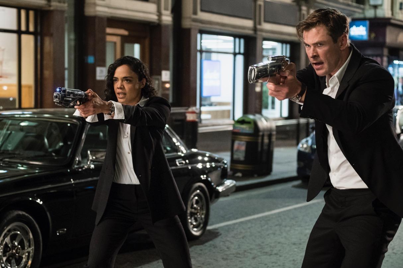 Em (Tessa Thompson) and H (Chris Hemsworth) in Columbia Pictures' MEN IN BLACK INTERNATIONAL.