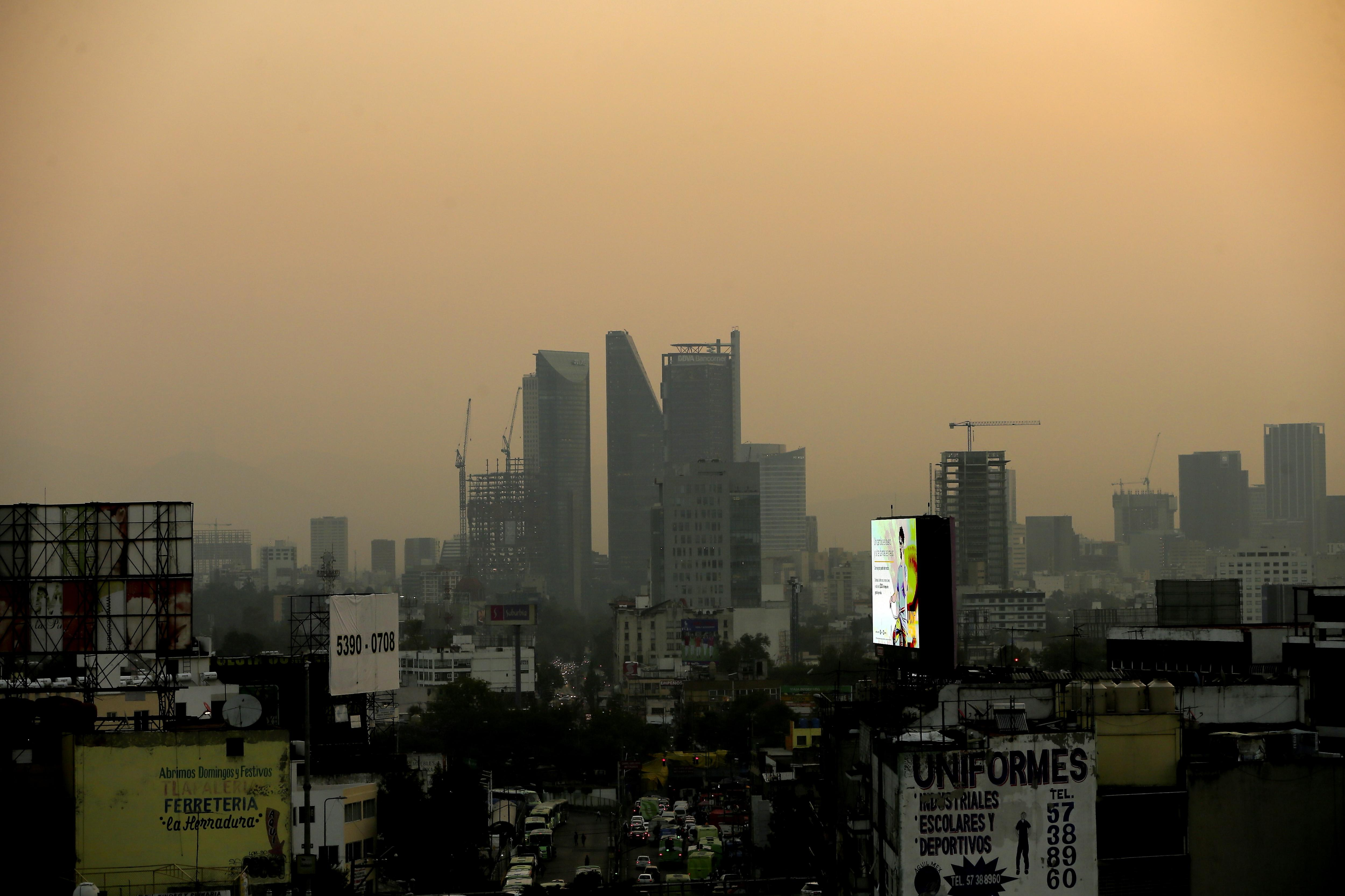 A general view showing the Mexico City skyline shrouded in air pollution, in Mexico City, Mexico, 17 May 2017. The first phase of environmental continence by ozone continues in the capital because of the high pollution rates recorded. Given this scenario, it has been decided to maintain phase one of environmental contingency by ozone in the Metropolitan Zone of the Valley of Mexico, integrated by Mexico City and municipalities of the States of Mexico and Hidalgo.Environmental pollution in Mexico City - 17 May 2017